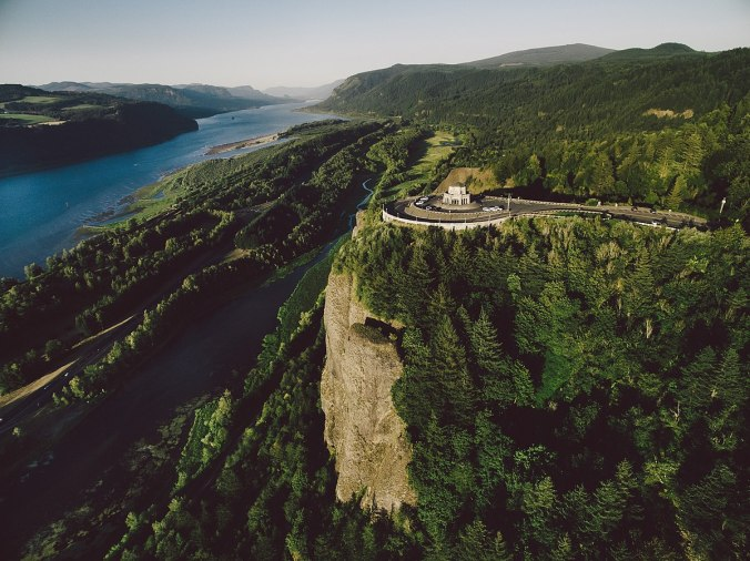 Vista_House_and_the_Columbia_River-By raymond siler - Own work, CC BY-SA 4.0, httpscommons.wikimedia.orgwindex.phpcurid=62484305